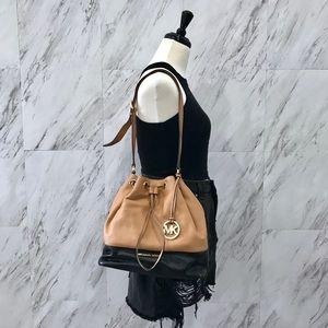 Michael Kors Jules Bucket Bag